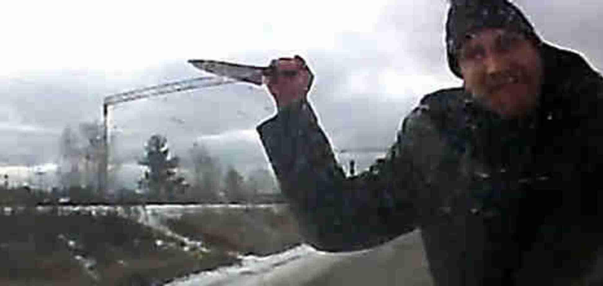 'Выколол глаза, отрезал грудь': в России момент расправы маньяка над жертвой попал на видео