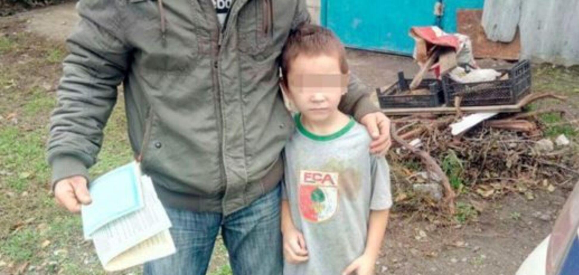 В Запорожье полураздетый мальчик сам гулял по улицам