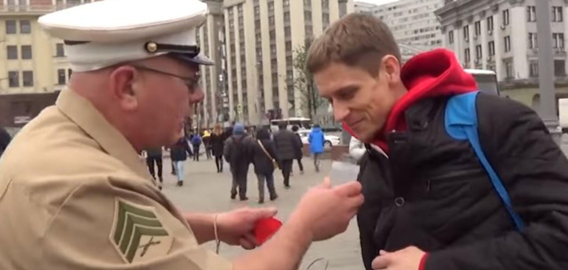Собрал биоматериал: 'американский военный' постебался над россиянами