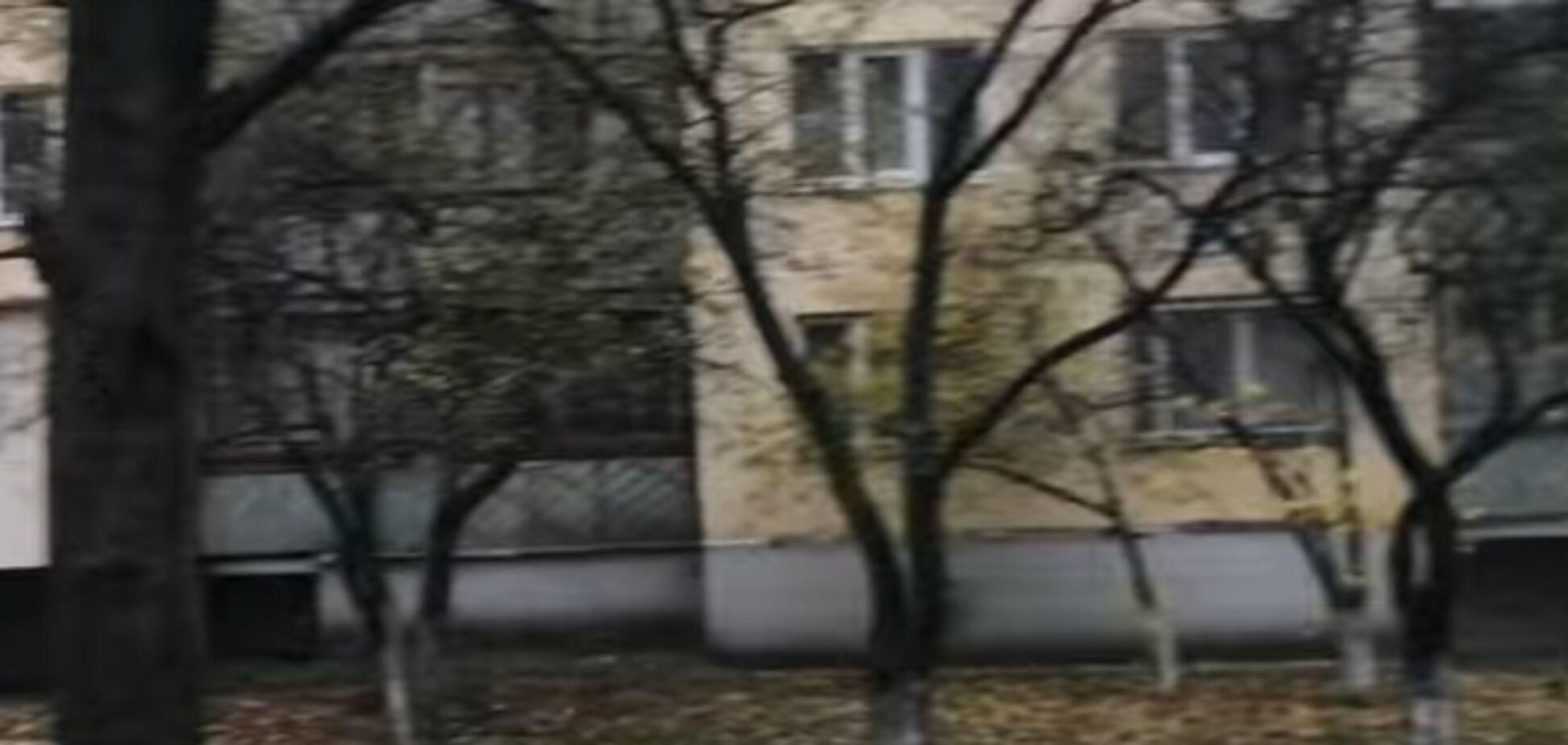 Девушка выпрыгнула из окна