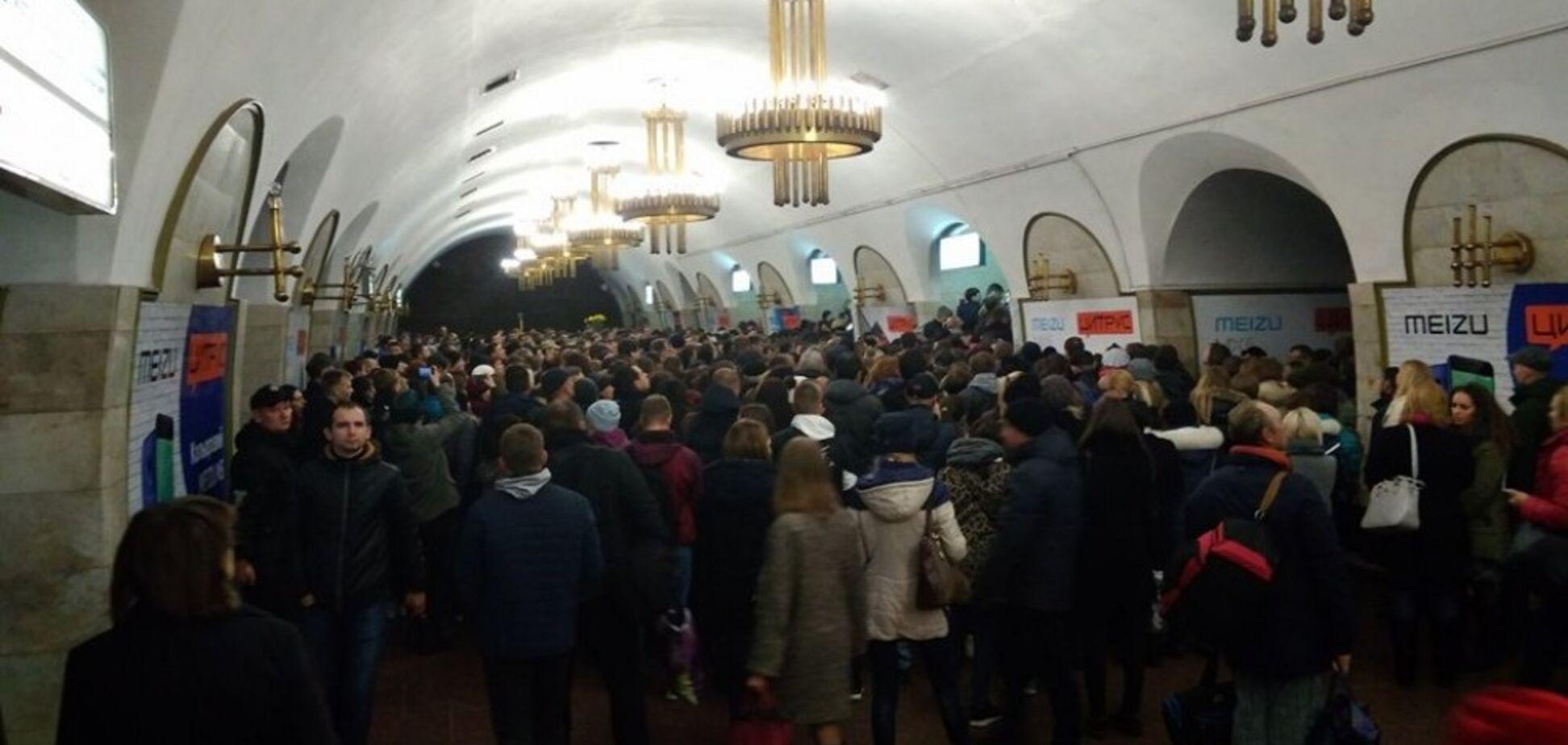 Пекло в метро Києва: опубліковані кадри масової тисняви