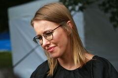 'Встречает оккупантов цветами': в России вздумали наказать Собчак за Крым