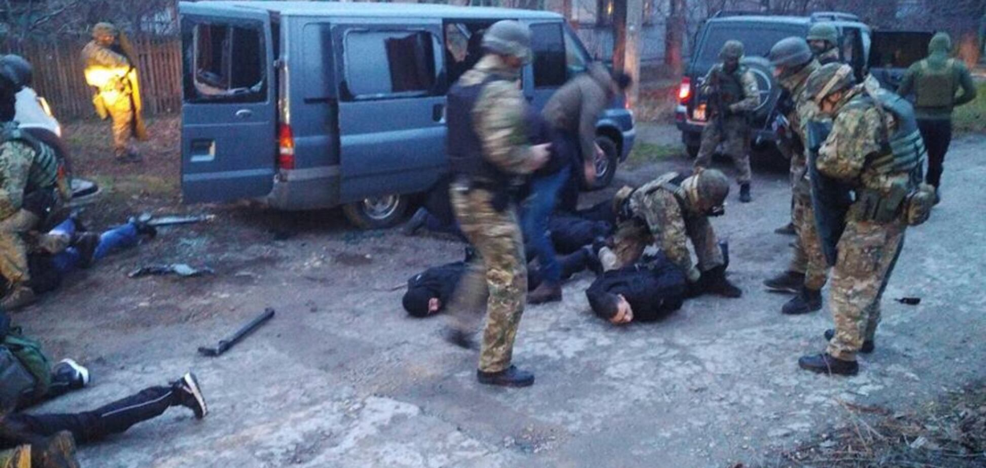 Были с оружием и в форме полиции: банду воров в 'погонах' поймали в Запорожье