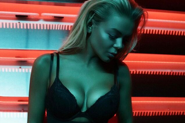 """""""Мне уже 22"""": украинская звезда объяснила истерику вокруг ее голых фото в России"""