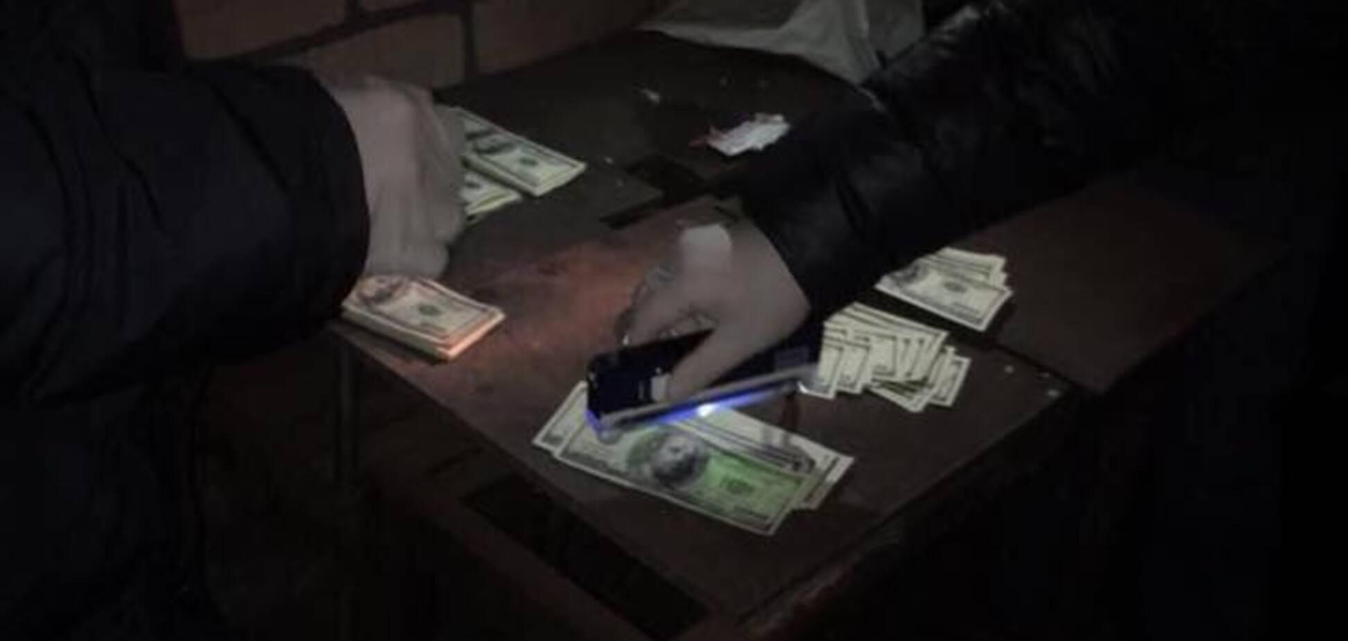 Хотіла наживи: в Дніпрі на хабарі спіймали керуючу держпідприємства