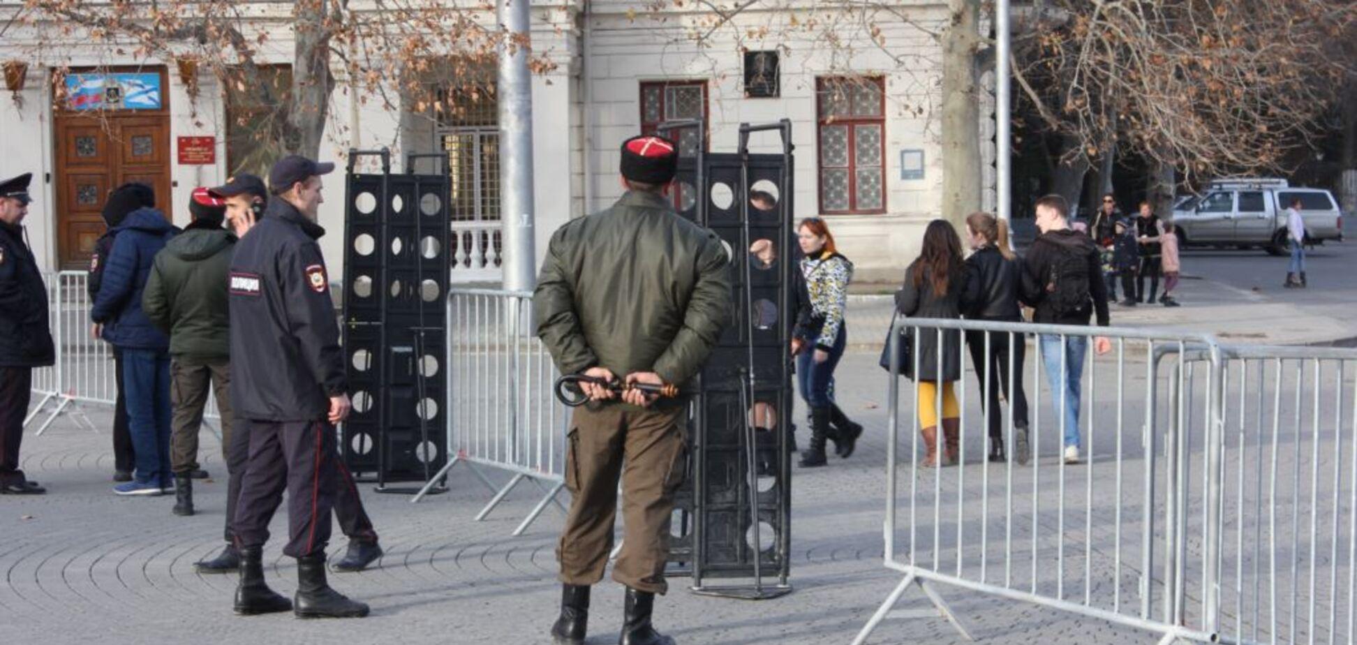 Елка в Севастополе: 'казаки' пропускают детей через металлодетектор