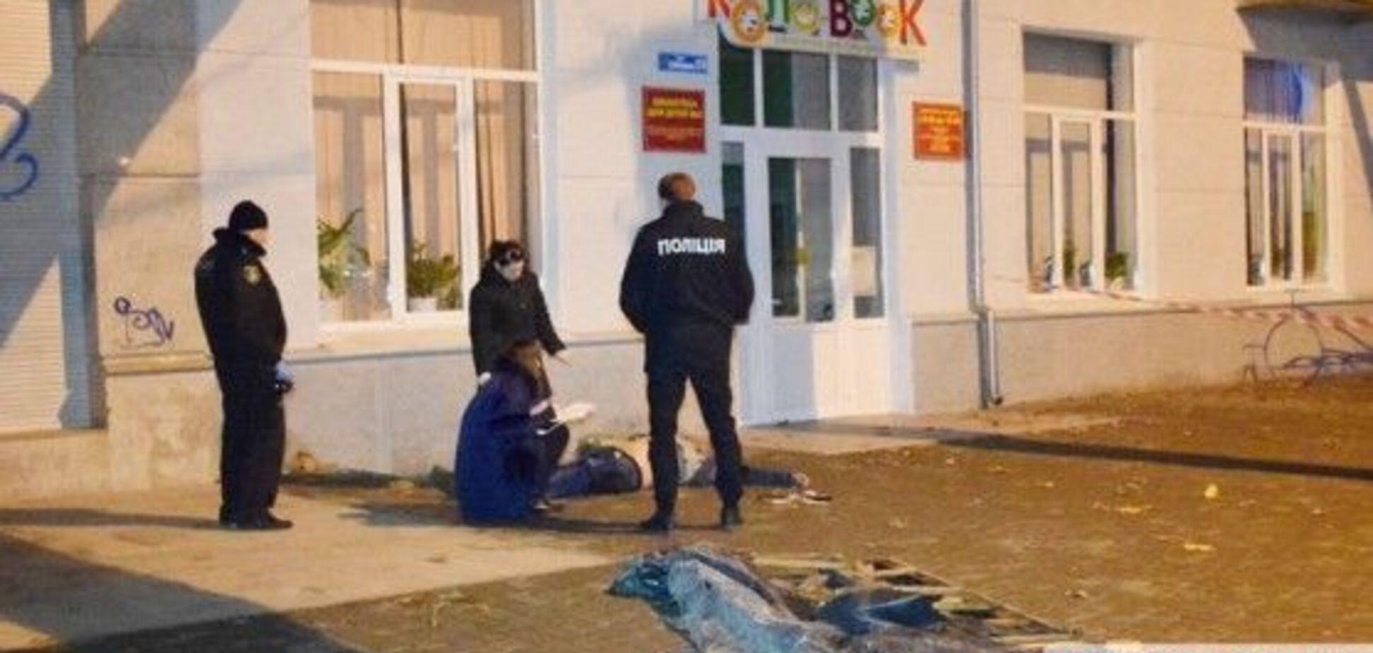 У Миколаєві розбився військовий, впавши в прикриту гнилими дошками яму