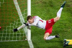 Футболист сборной Германии получил жуткую травму во время гола: опубликовано видео инцидента