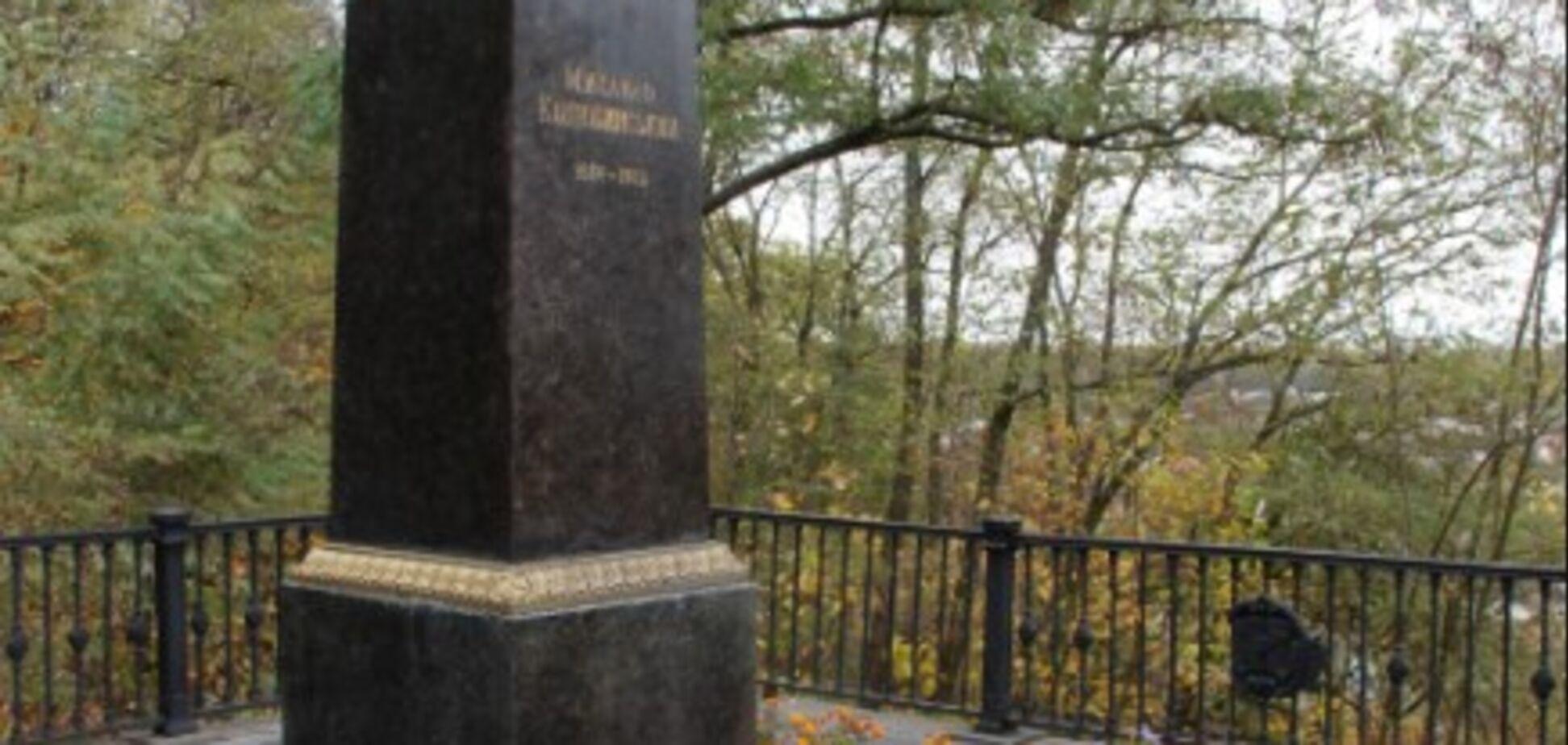 'Больно, обидно и горько!' В Чернигове надругались над могилой известного писателя