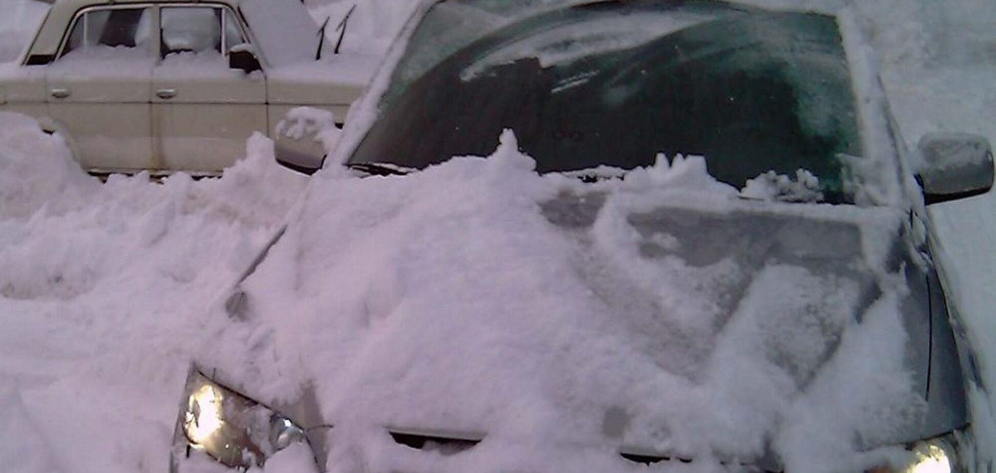 В Киеве чиновнику на авто поставили растяжку с гранатой: появилось фото