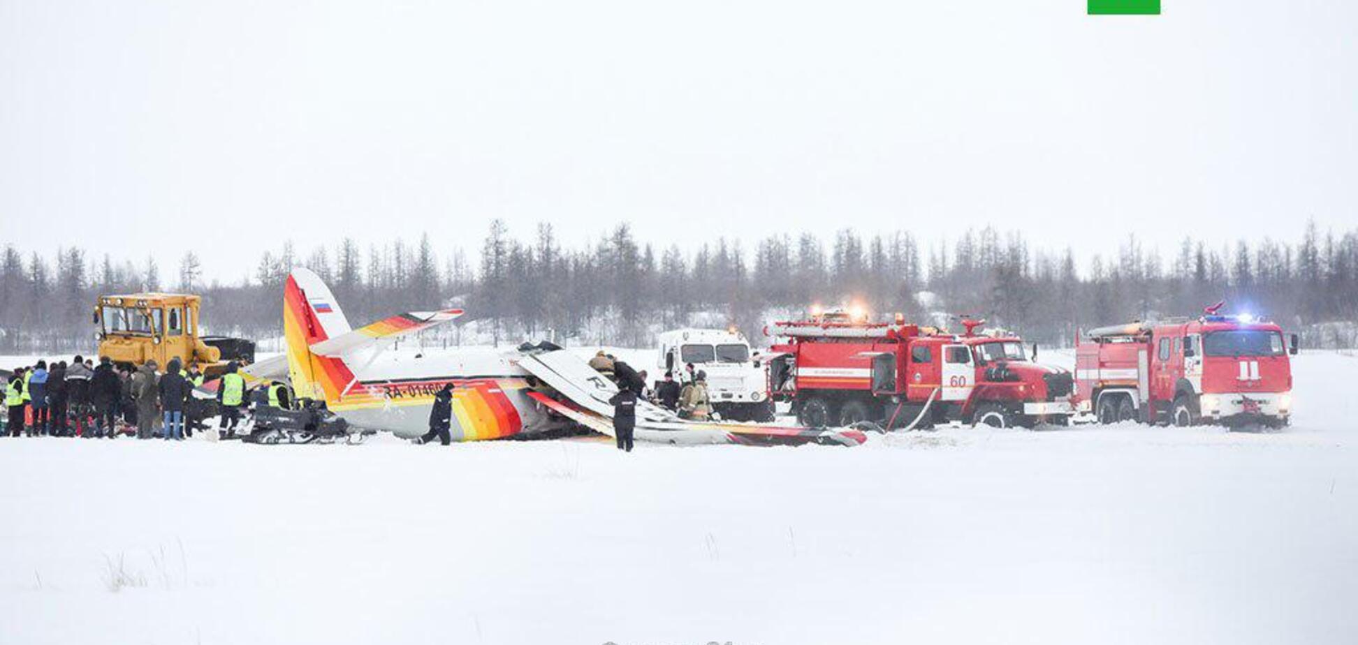 В России разбился пассажирский самолет: момент падения попал на видео