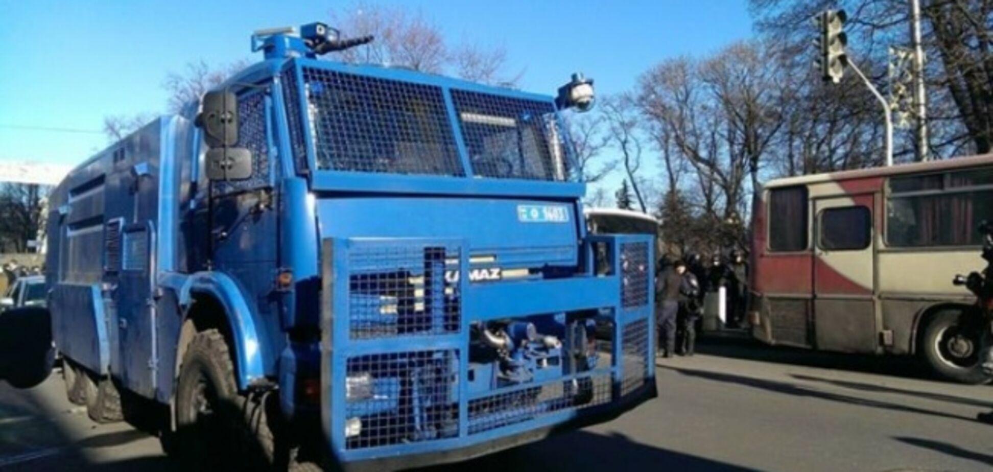 Нацгвардії дозволили розганяти протести водометами і бронетехнікою