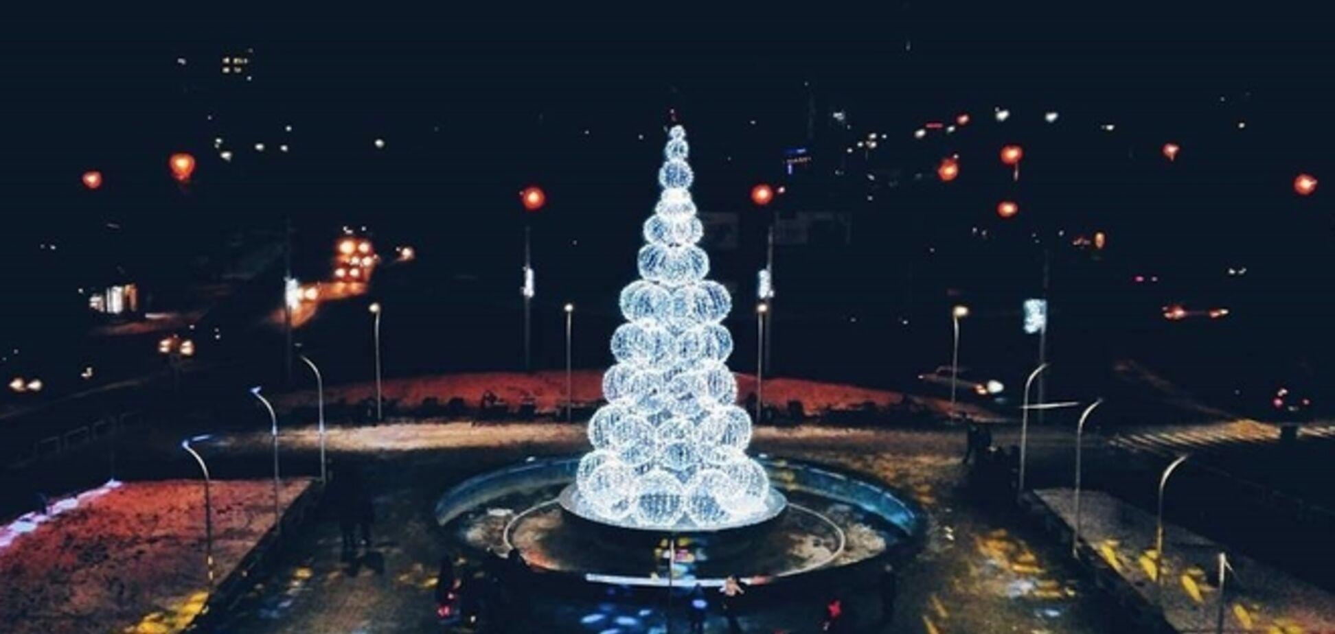 Как нарядили елки в городах Украины: удивительные фото