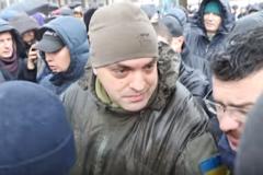 Нападение на советника Порошенко на АнтиМихомайдане: появилось первое видео