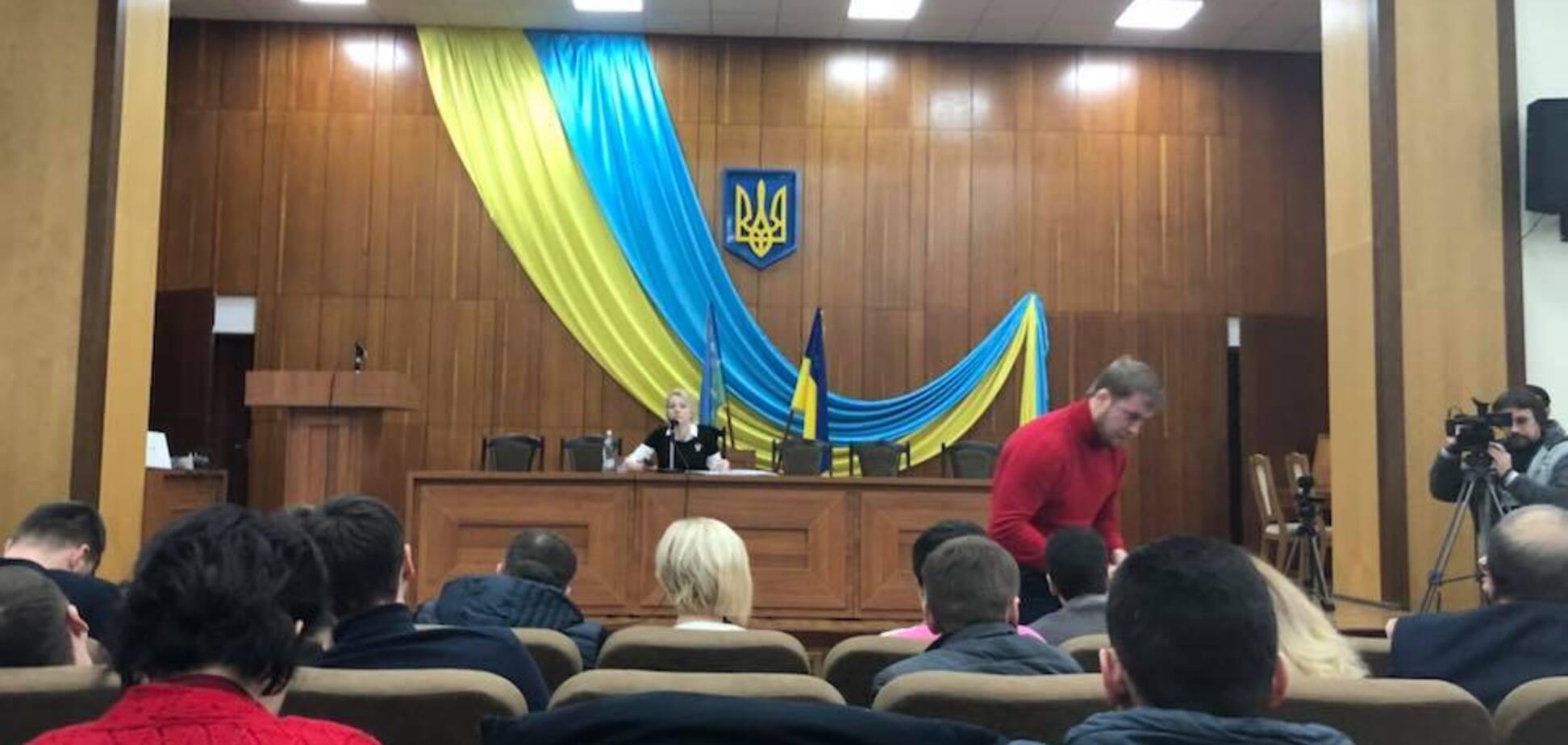 Депутаты пели хором: под Киевом разгорелся скандал с гимном России