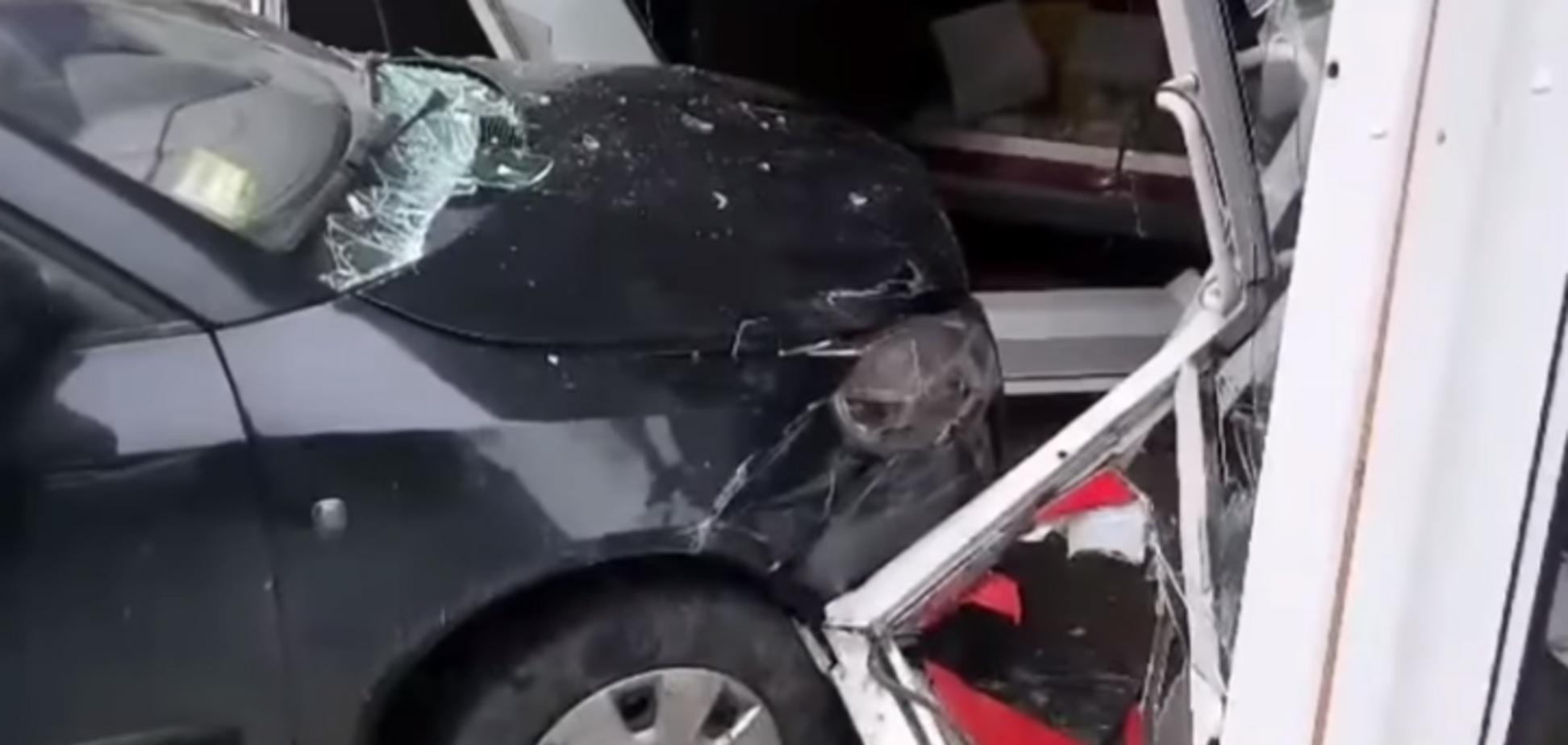 Прижал машиной к холодильнику: появились страшные подробности ДТП с трехлетним ребенком в Киеве