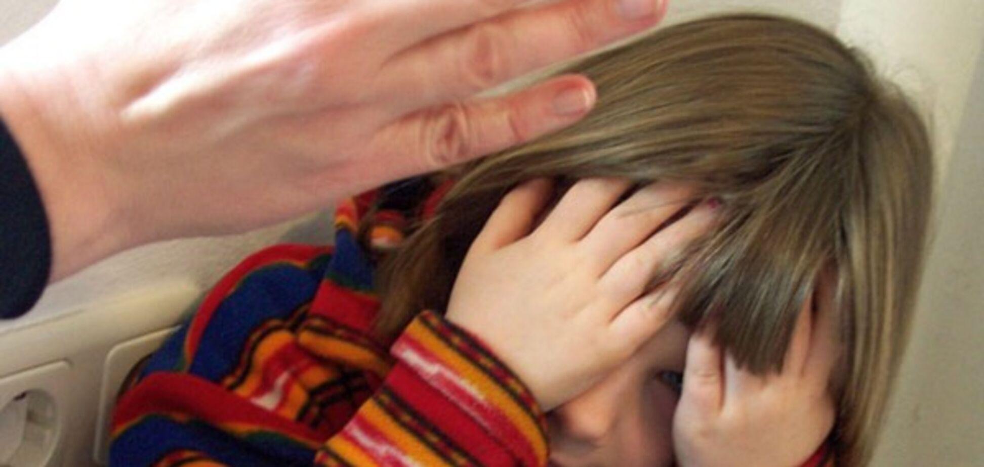 Угрожала бить ребенка по лицу: в сети разгорелся скандал из-за поборов