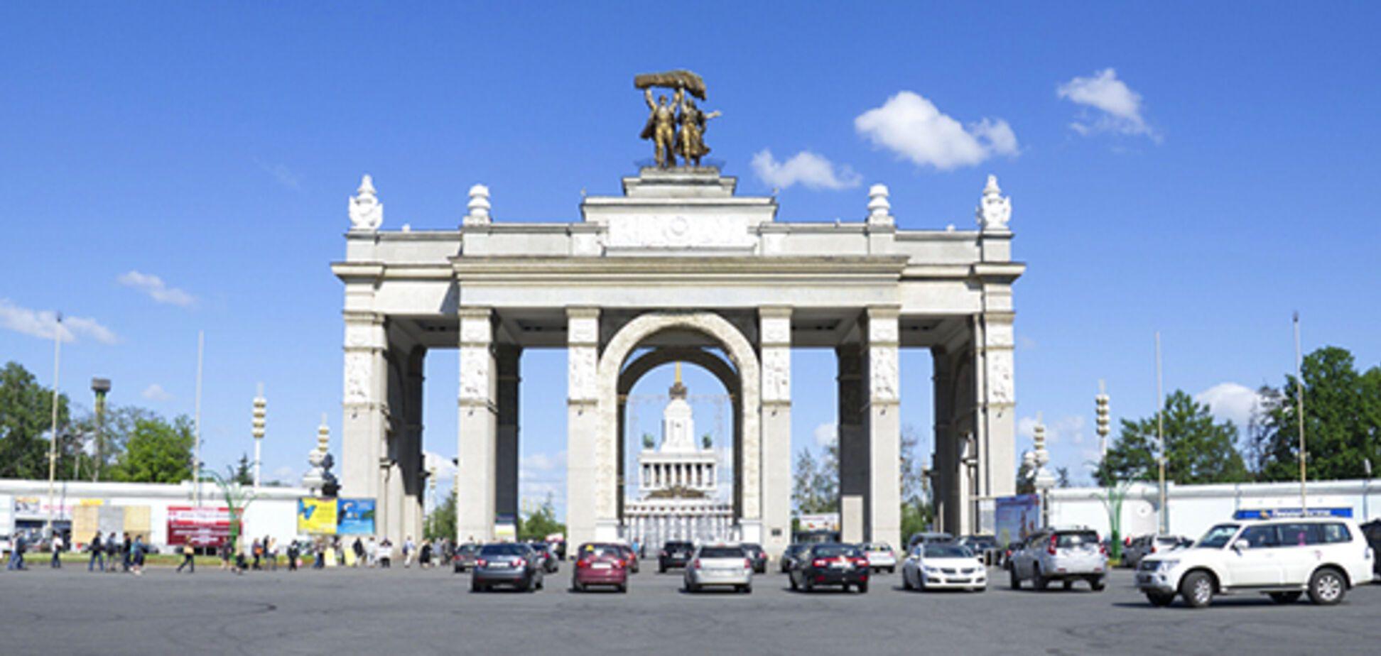 На ВДНХ в Киеве ввели оплату парковки через мобильное приложение Parking UA