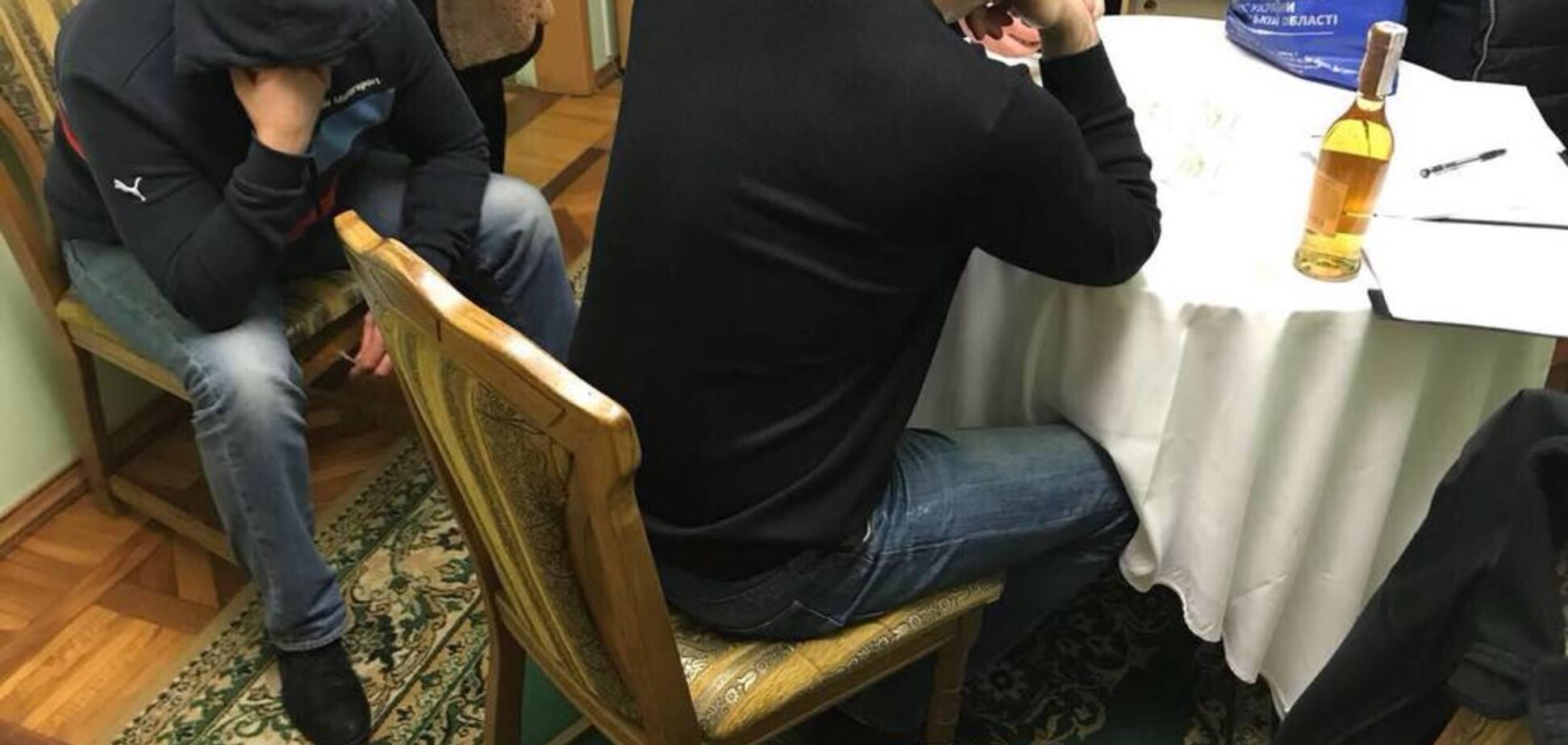 'Камикадзе': в Николаеве топ-чиновник попался на взятке губернатору