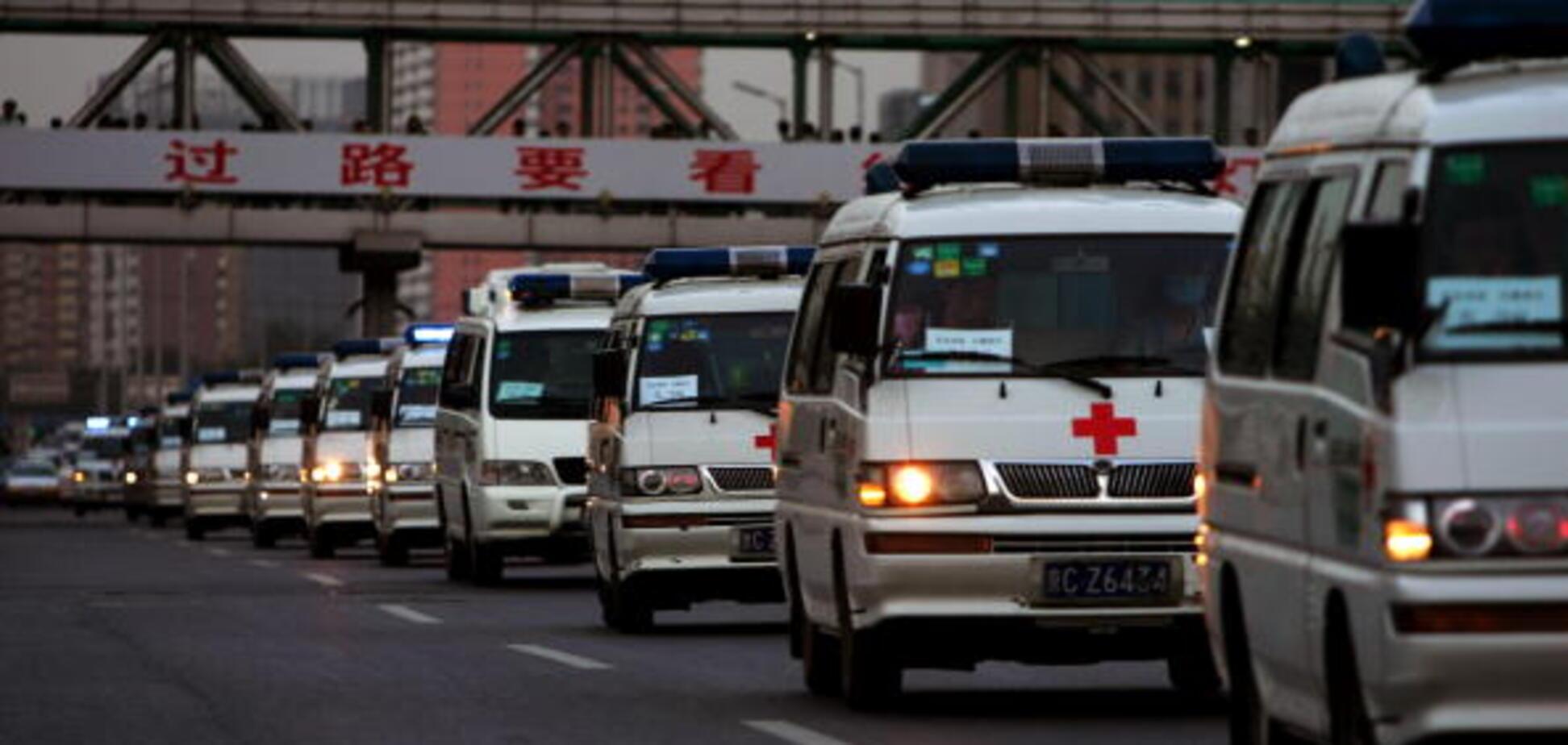 'Честная таможня': в одесском порту 'застряли' 40 машин 'скорой' из Китая