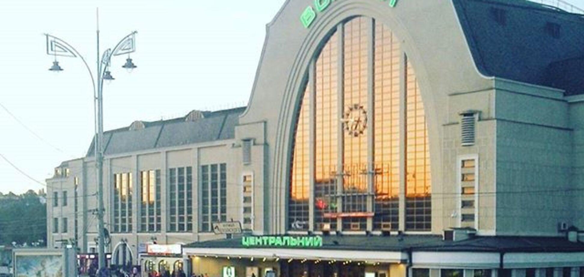 У Києві з центрального вокзалу евакуювали всіх пасажирів