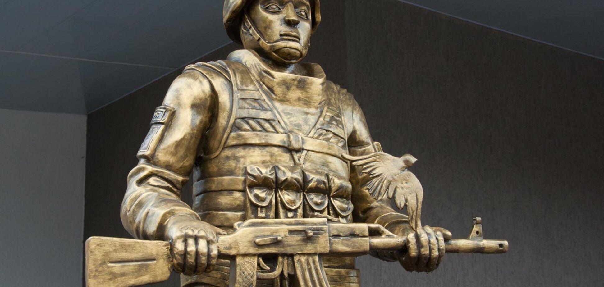 Красивіше за пам'ятник Путіну: соцмережі жорстко висміяли монумент російським 'миротворцям'