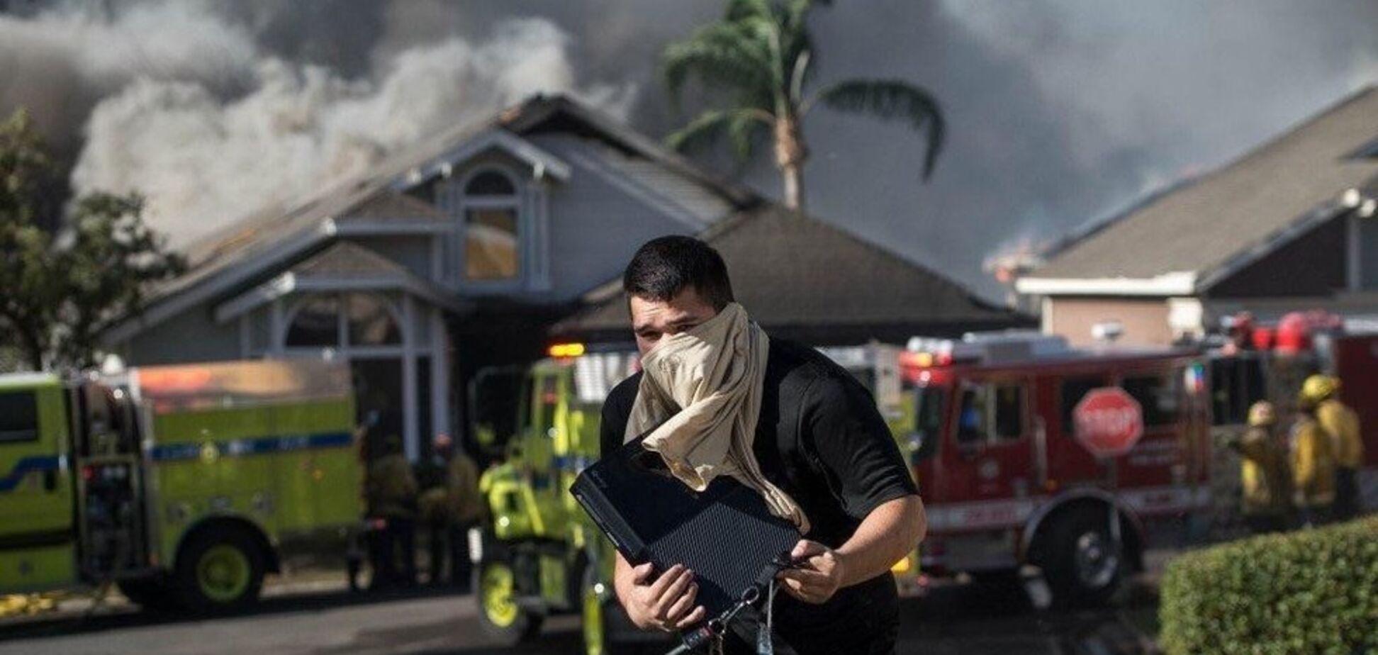 'Абсурдное' фото со спасателем игровой приставки из пожара стало хитом сети