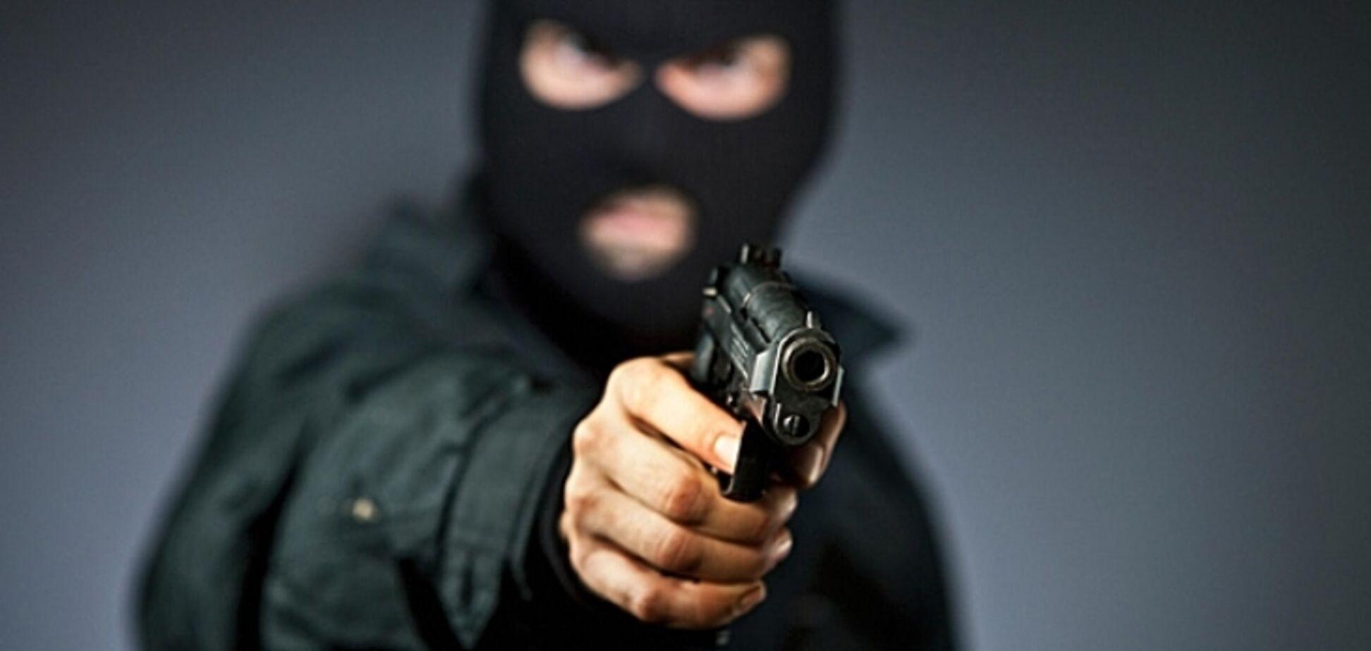 Подрезал внедорожник: в Киеве произошел дерзкий разбой