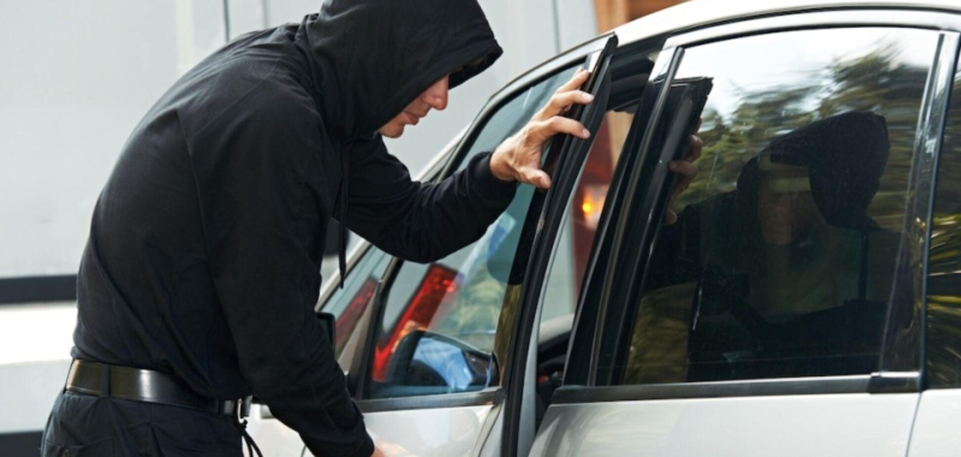 Угон авто с 'приманкой': водителей предупредили о новой хитрости преступников
