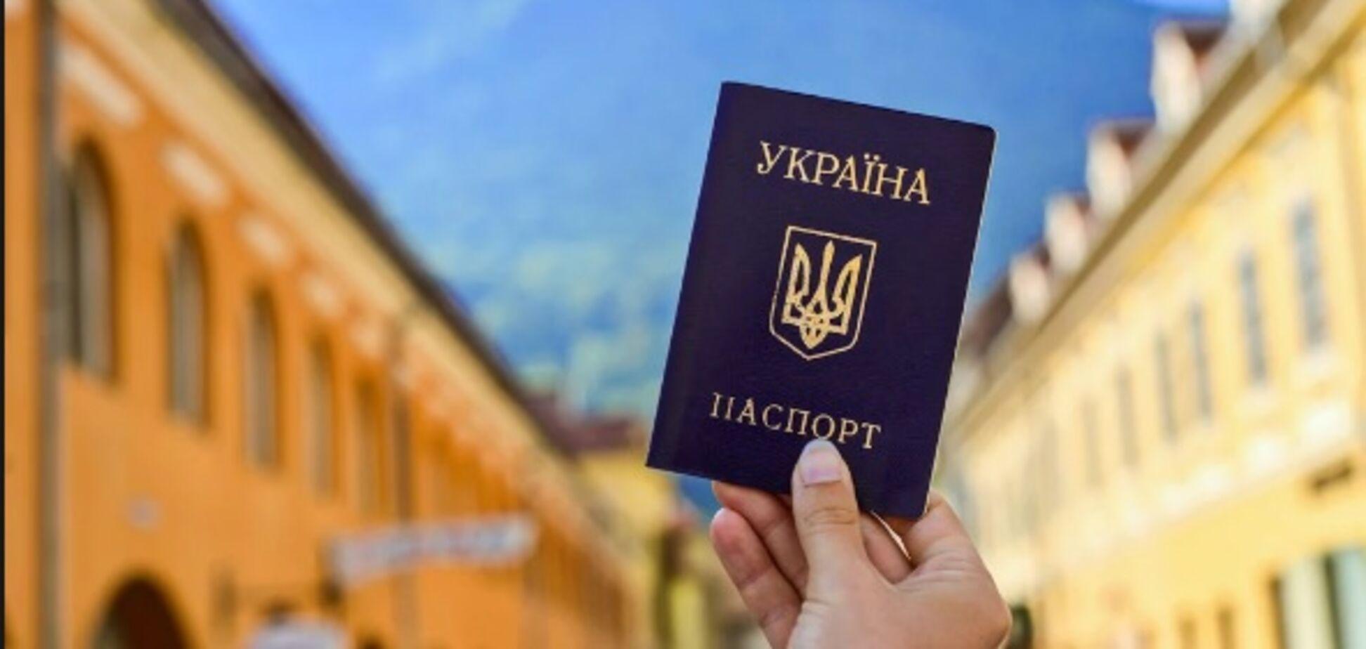 В України можуть відібрати безвіз? Дипломат оцінив ризики