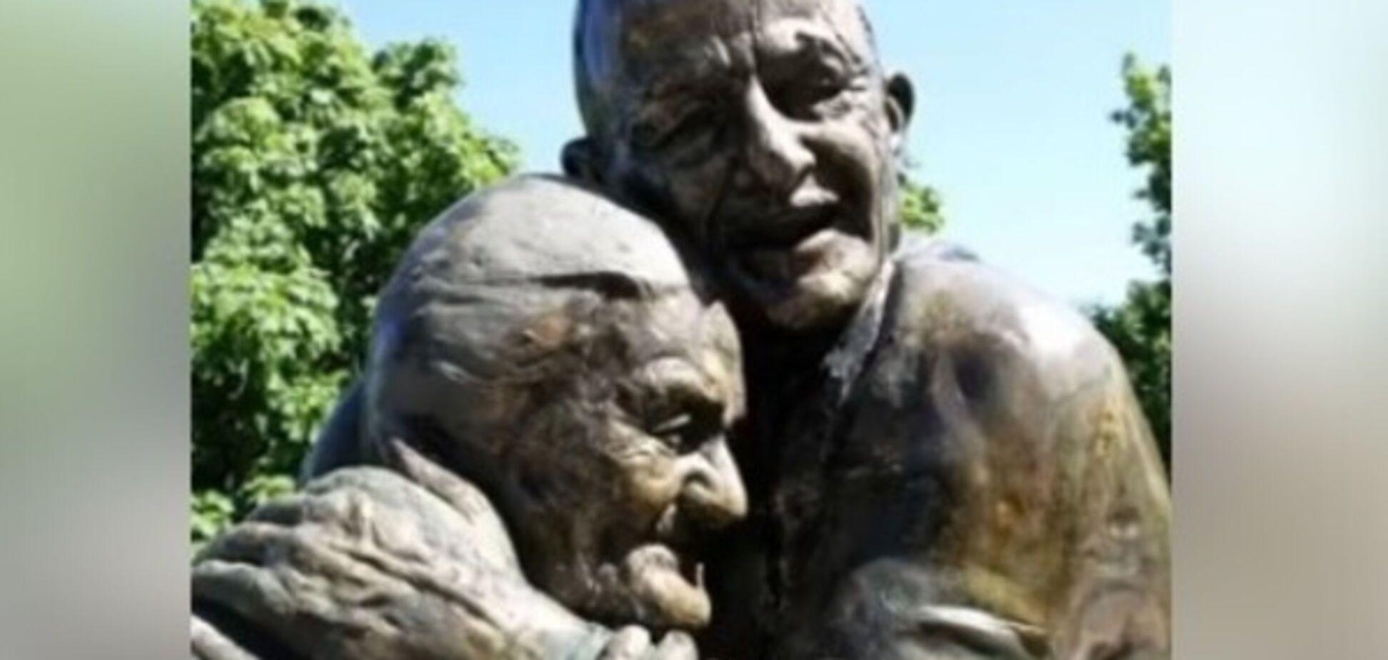 Памятник влюбленным в Мариинском парке