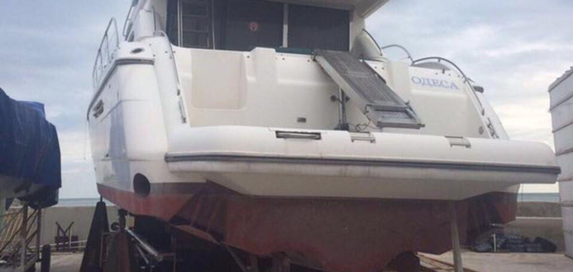 Яхта Государственной экологической инспекции
