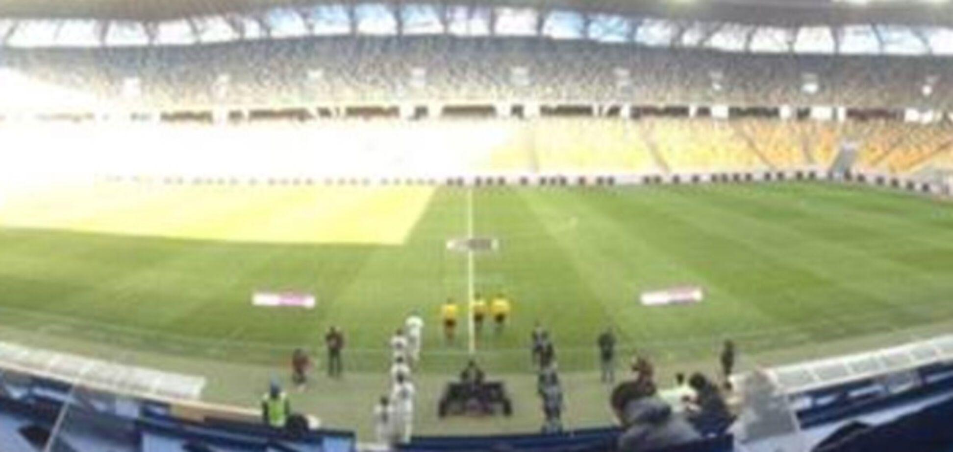Подивитися матч Прем'єр-ліги на найбільшому стадіоні України прийшло лише 25 осіб