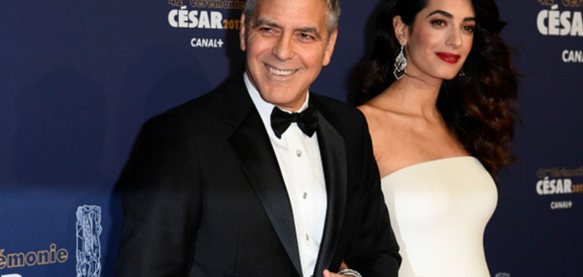 Амаль Клуни впервые вышла в свет после официального подтверждения беременности