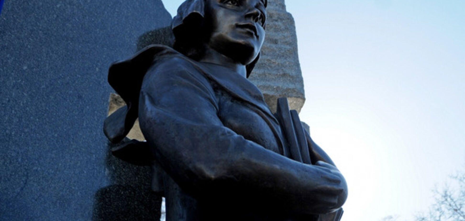 Памятник Телиге