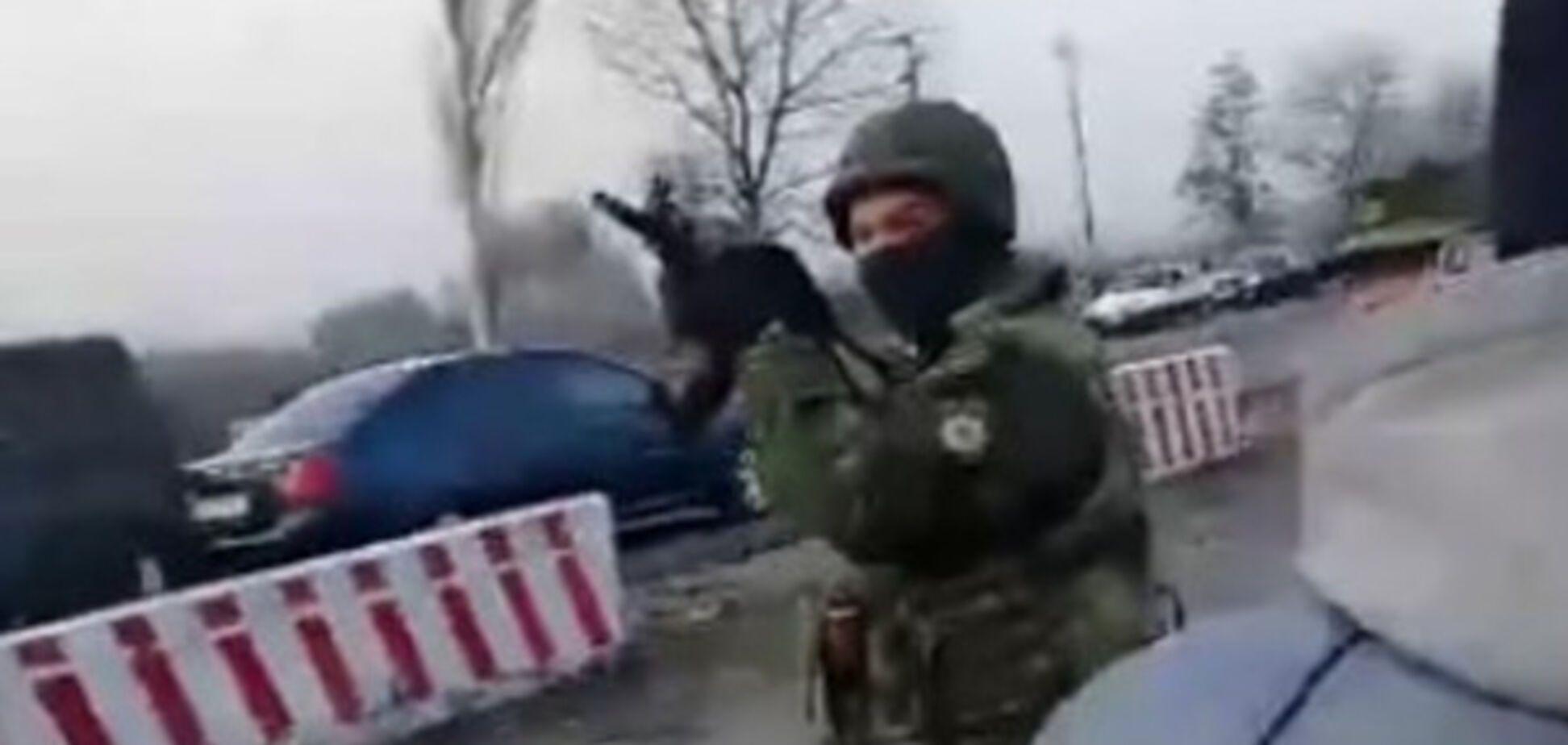 На Донеччині блокадники на чолі з нардепом накинулися на поліцію: довелося стріляти