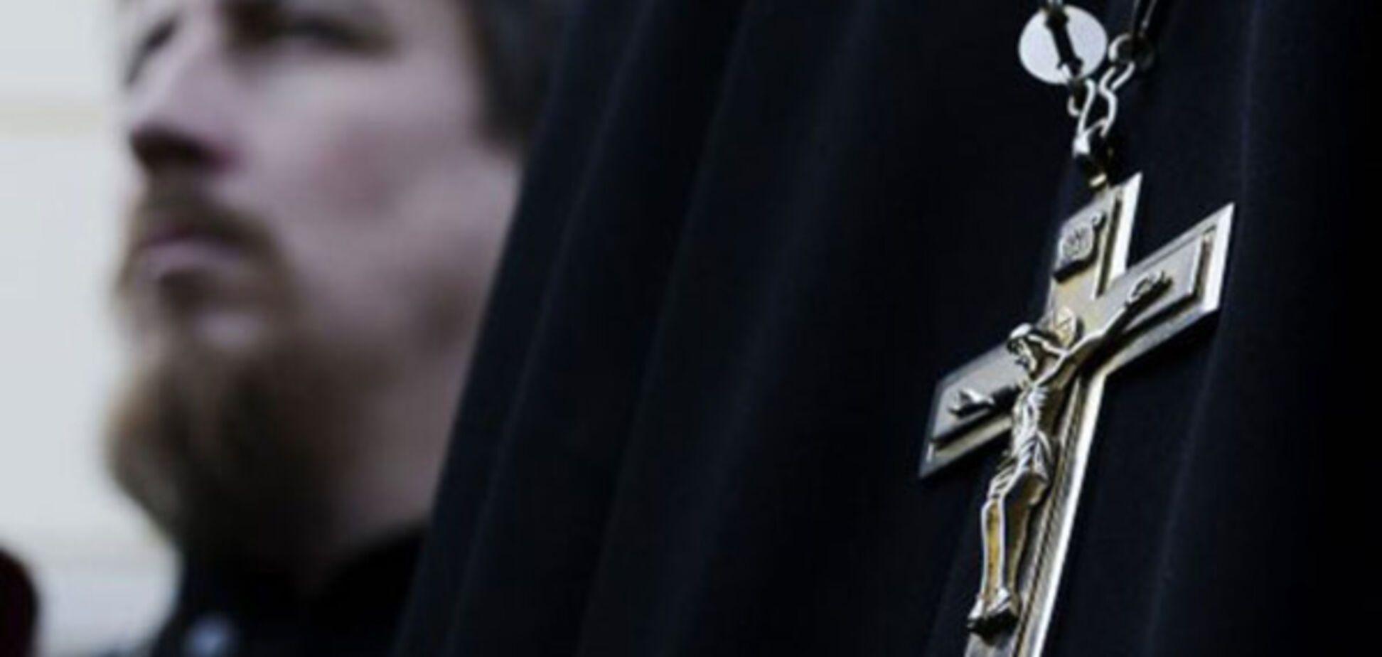 Покатался по городу: в Днепре пьяный священник напал на 15-летнюю дочь своей сожительницы