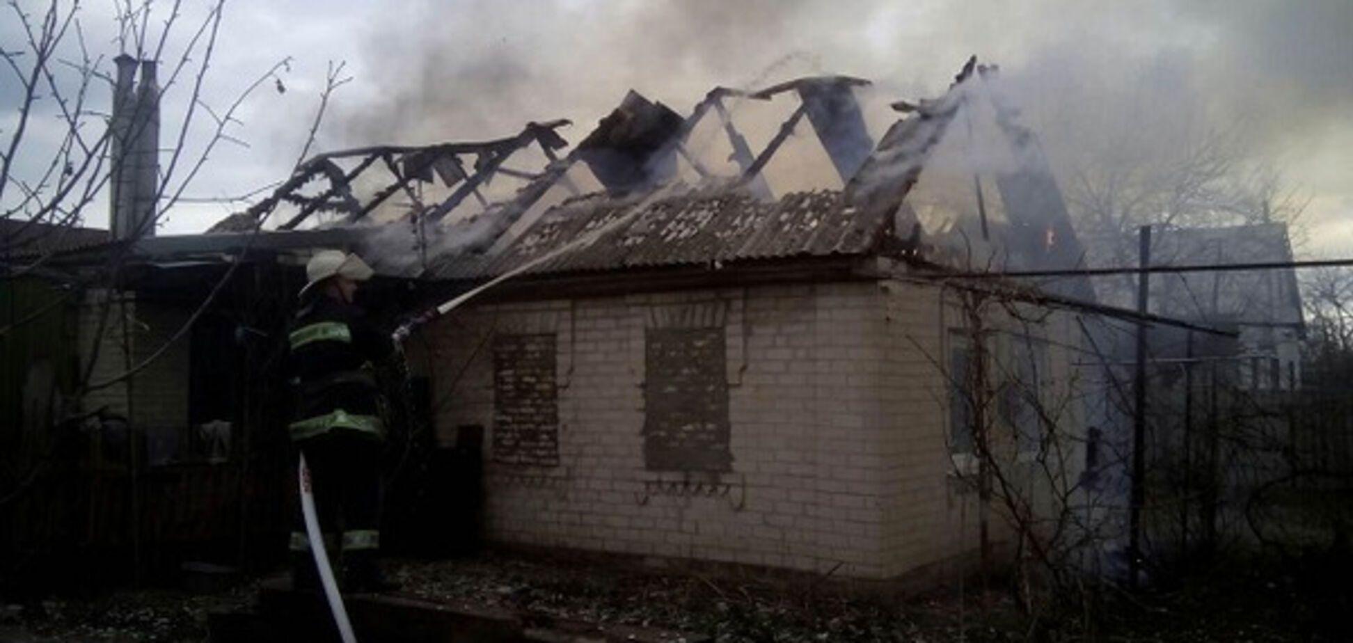 В Запорожской области едва не сгорел одноэтажный дом (ФОТО)