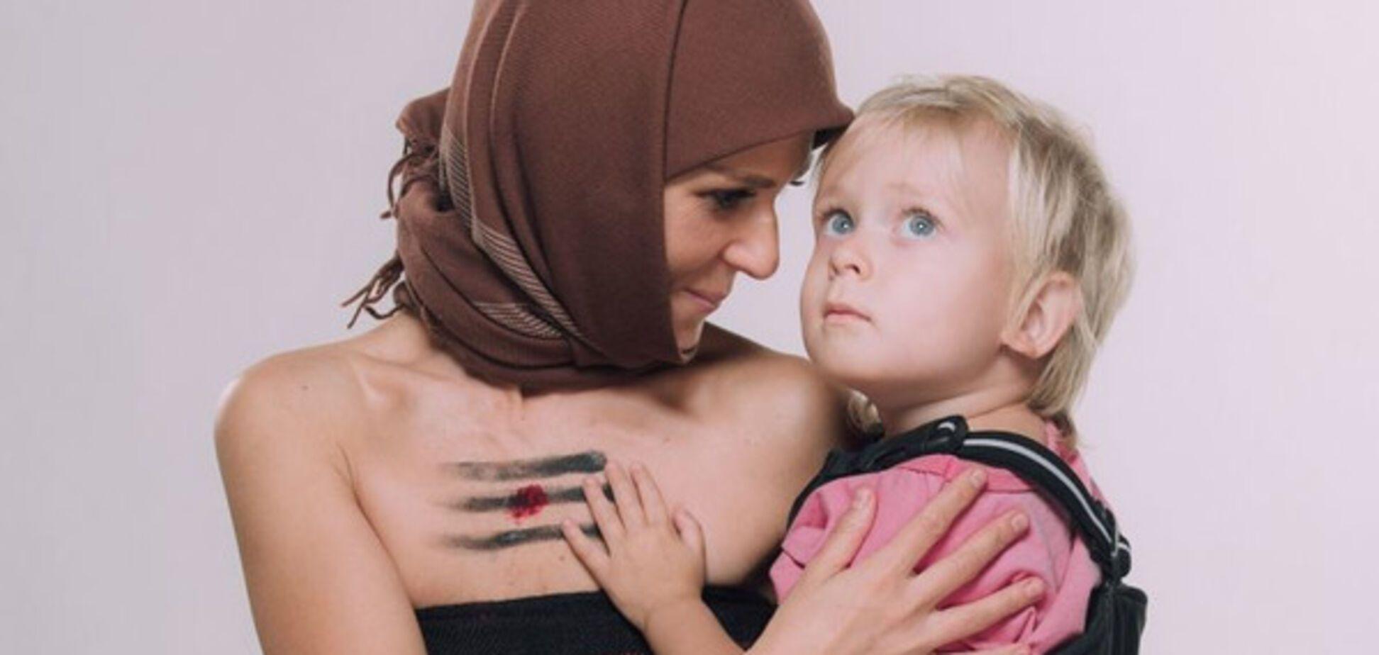 Катя Чили пояснила шокирующее видео с кормлением сына грудью