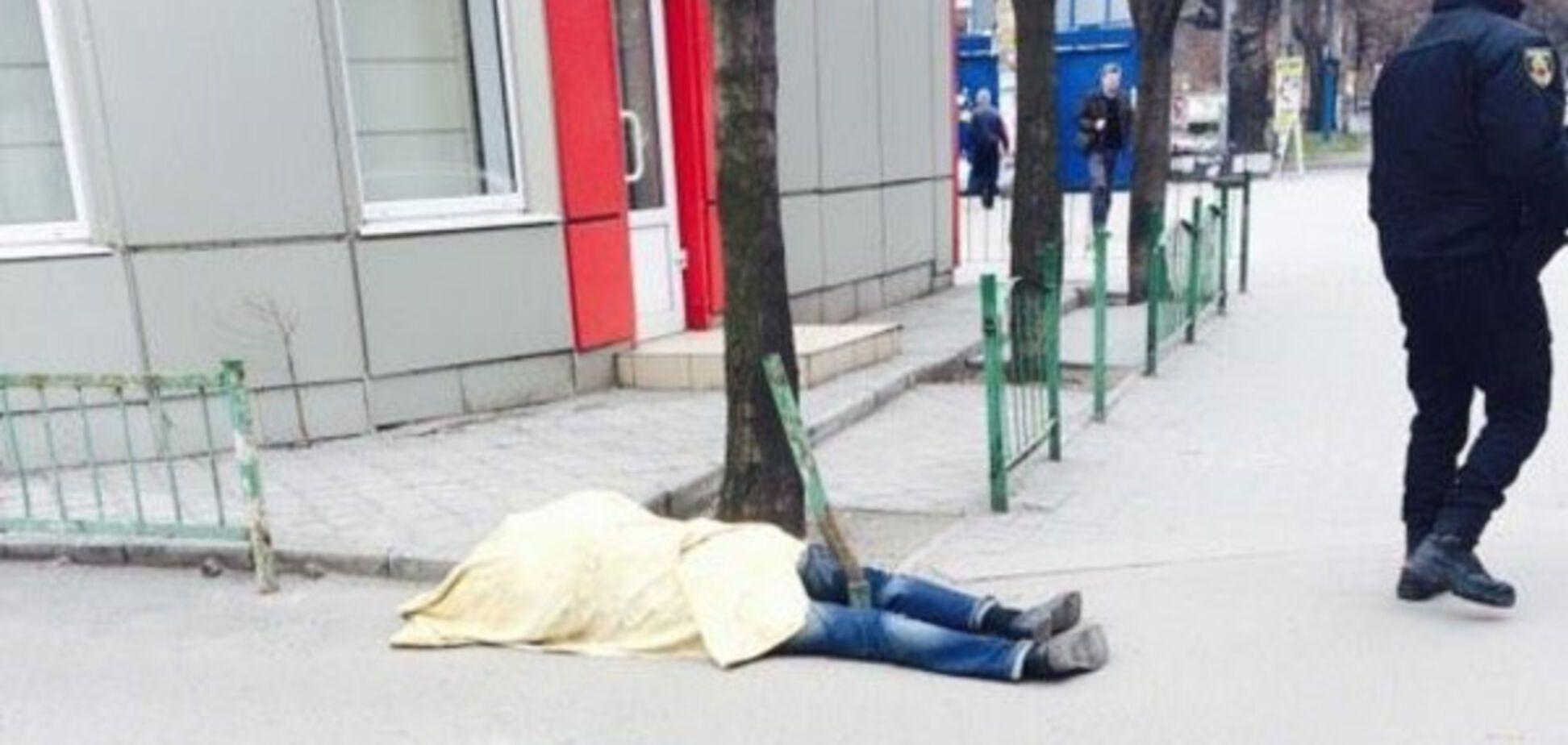 В Запорожье утром нашли бездыханное тело (ФОТО)