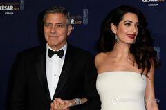 'Я уже умею пеленать': Джордж Клуни рассказал, как готовится к отцовству