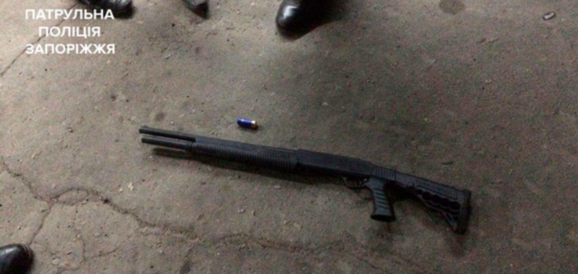 В Запорожье пьяный расстрелял посетителей ночного магазина из ружья (ВИДЕО, ФОТО)
