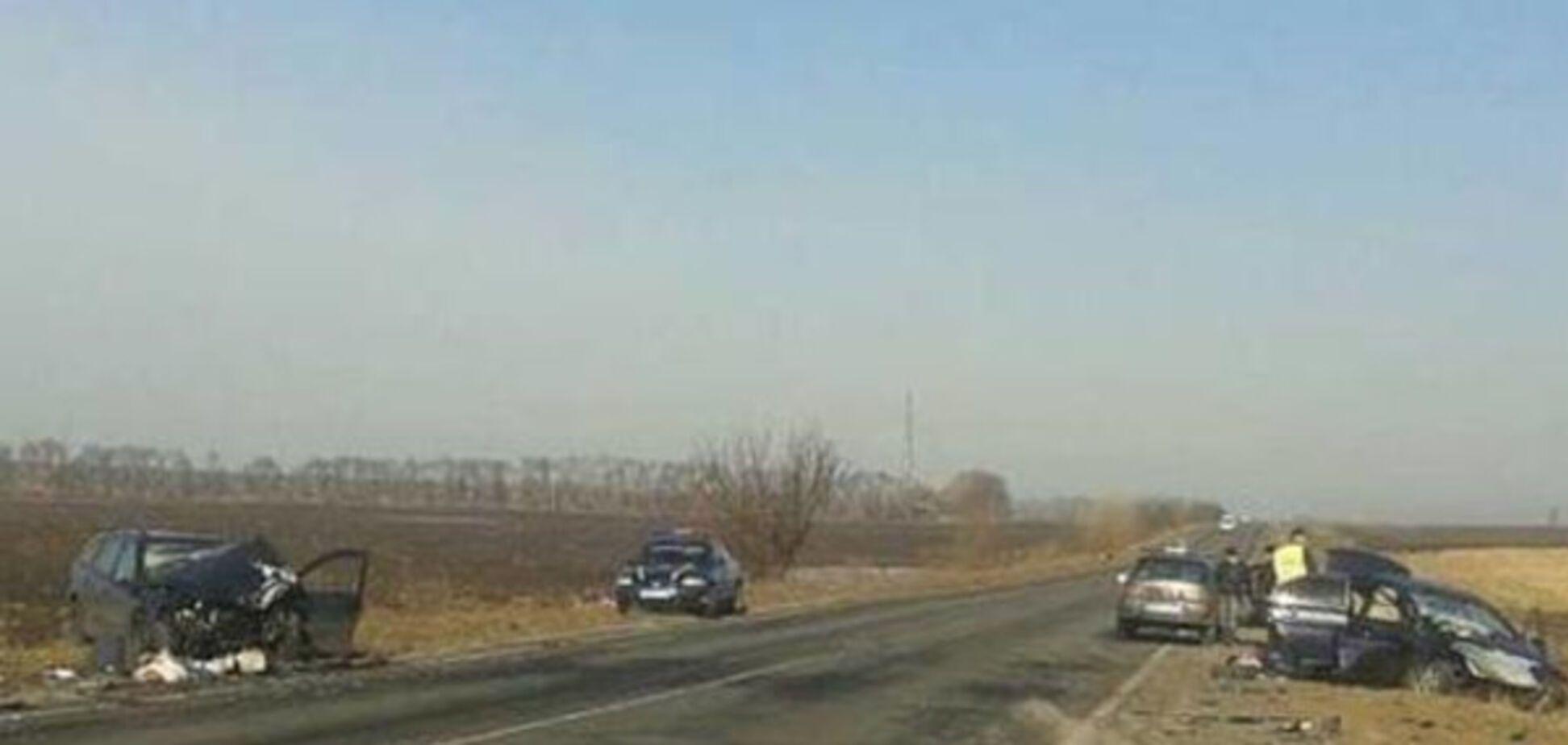 Под Киевом произошло страшное смертельное ДТП: опубликовано фото