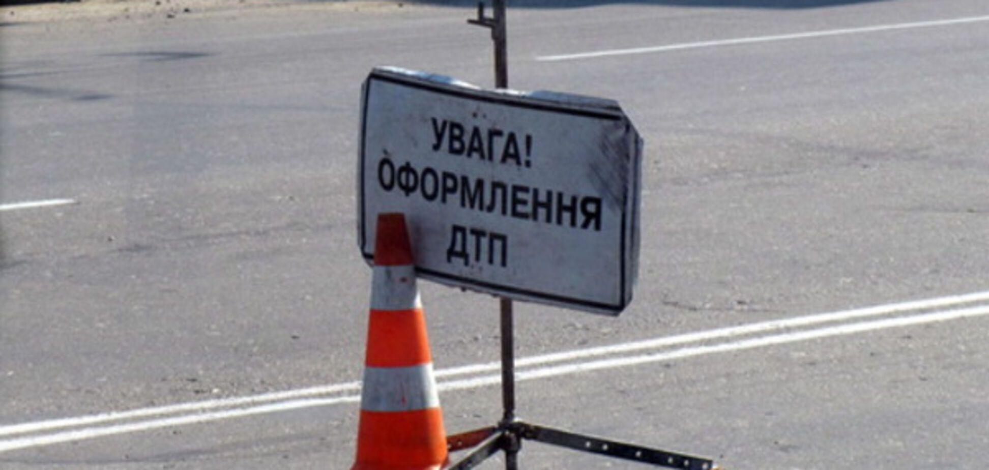 Классовая борьба: в Запорожье столкнулись 'Крайслер' и заводской автобус