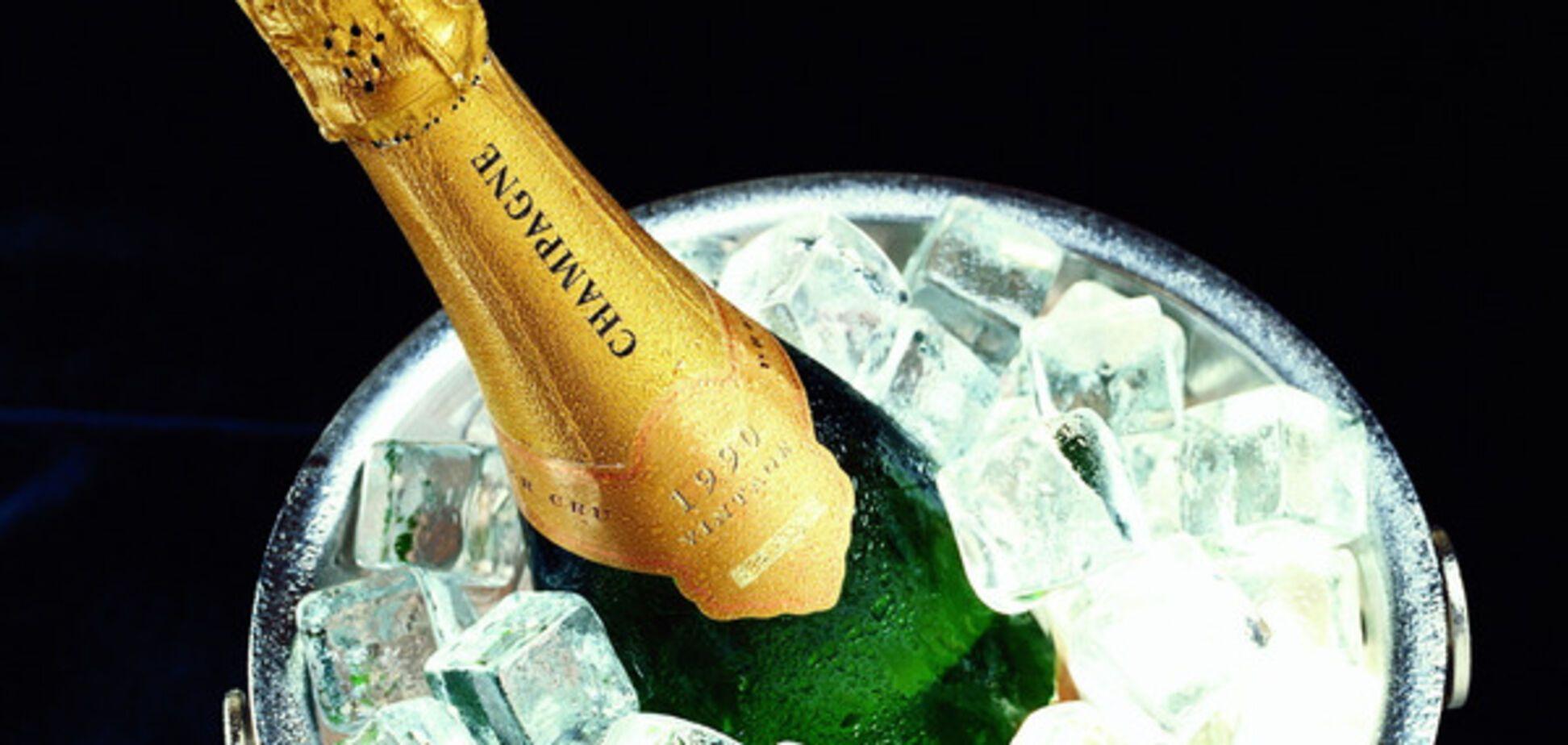 Готовимся к празднику: в Запорожье поймали грабителей с бутылкой шампанского