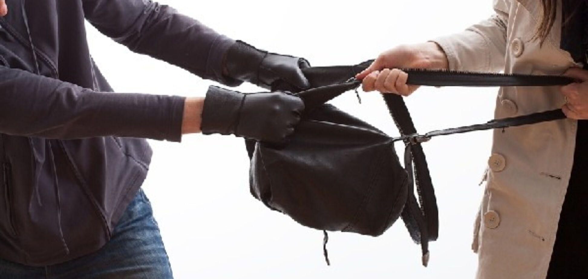 Оригинальное поздравление: в Запорожье вор отнял у девушки сумку с гаджетами