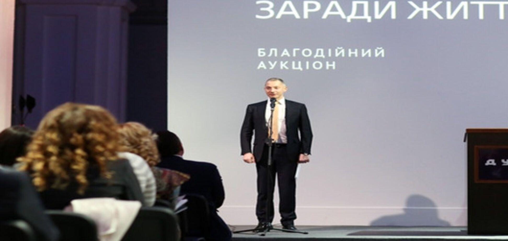 Борис Ложкин задекларировал коллекцию картин, книг и беговую дорожку