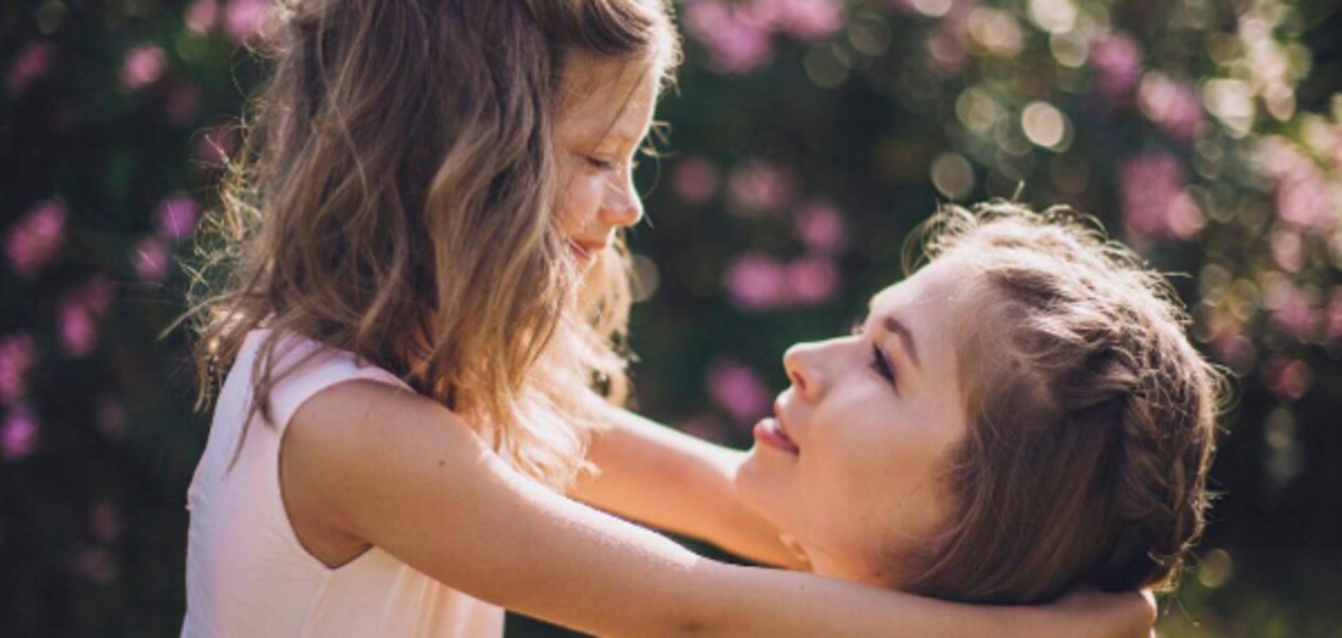 Соня Киперман поделилась трогательным снимком с младшей сестрой
