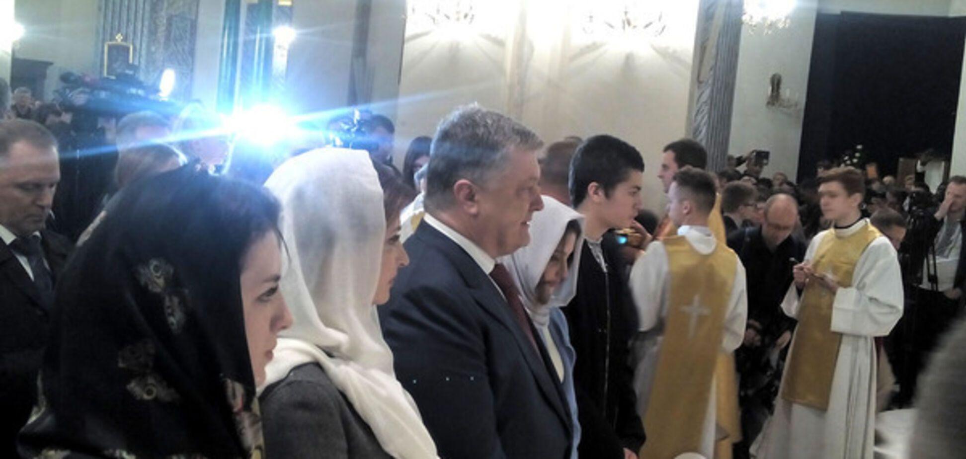 Порошенко побывал на мессе в киевском костеле. Видеофакт