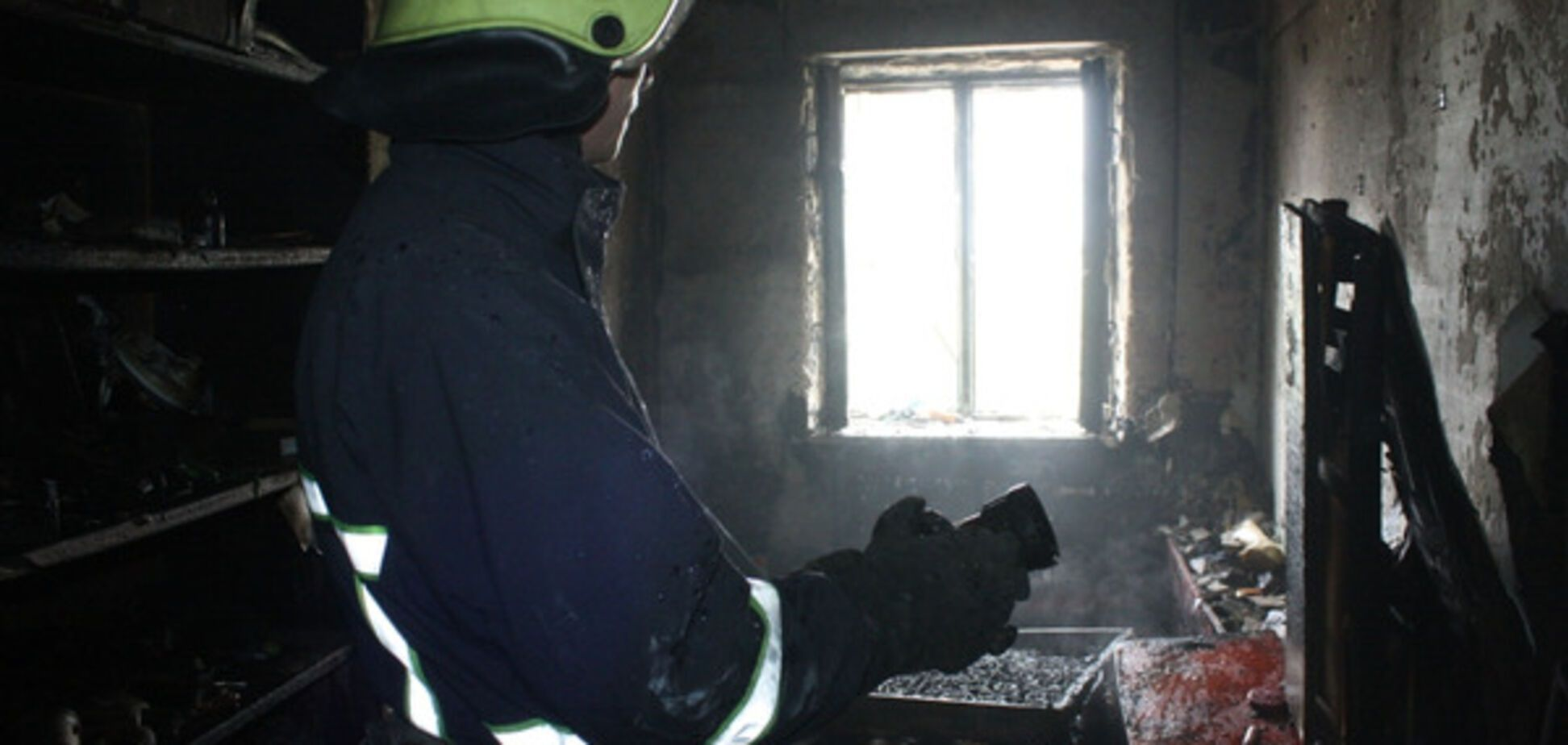 Из-за пожара в запорожской многоэтажке пришлось эвакуировать людей (ФОТО)